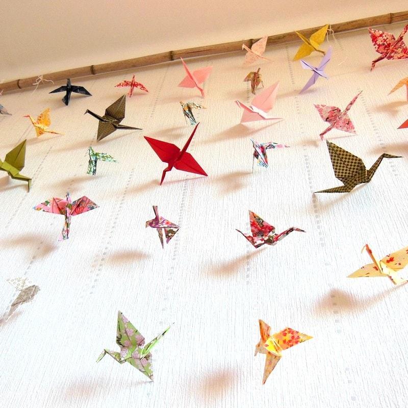 diy fabriquer des guirlandes en origami. Black Bedroom Furniture Sets. Home Design Ideas
